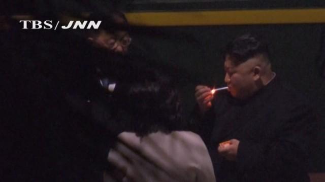kim-jong-un-smoke-break-725x407